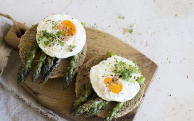 Tartine asperges & œuf, idéal pour un brunch !